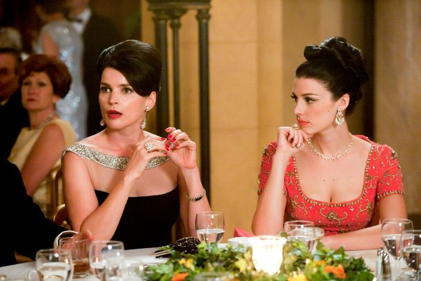 Marie Calvet (Julia Ormond) and Megan Draper (Jessica Pare) - Mad Men - Season 5, Episode 7 - Photo Credit: Ron Jaffe/AMC