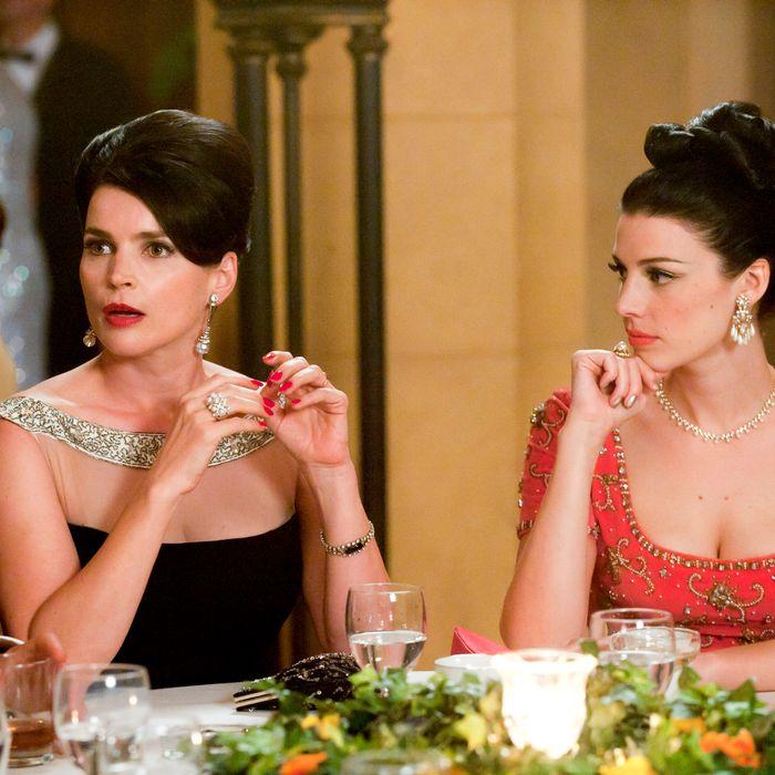 Marie Calvet (Julia Ormond) and Megan Draper (Jessica Pare) - Mad Men - Season 5, Episode 7
