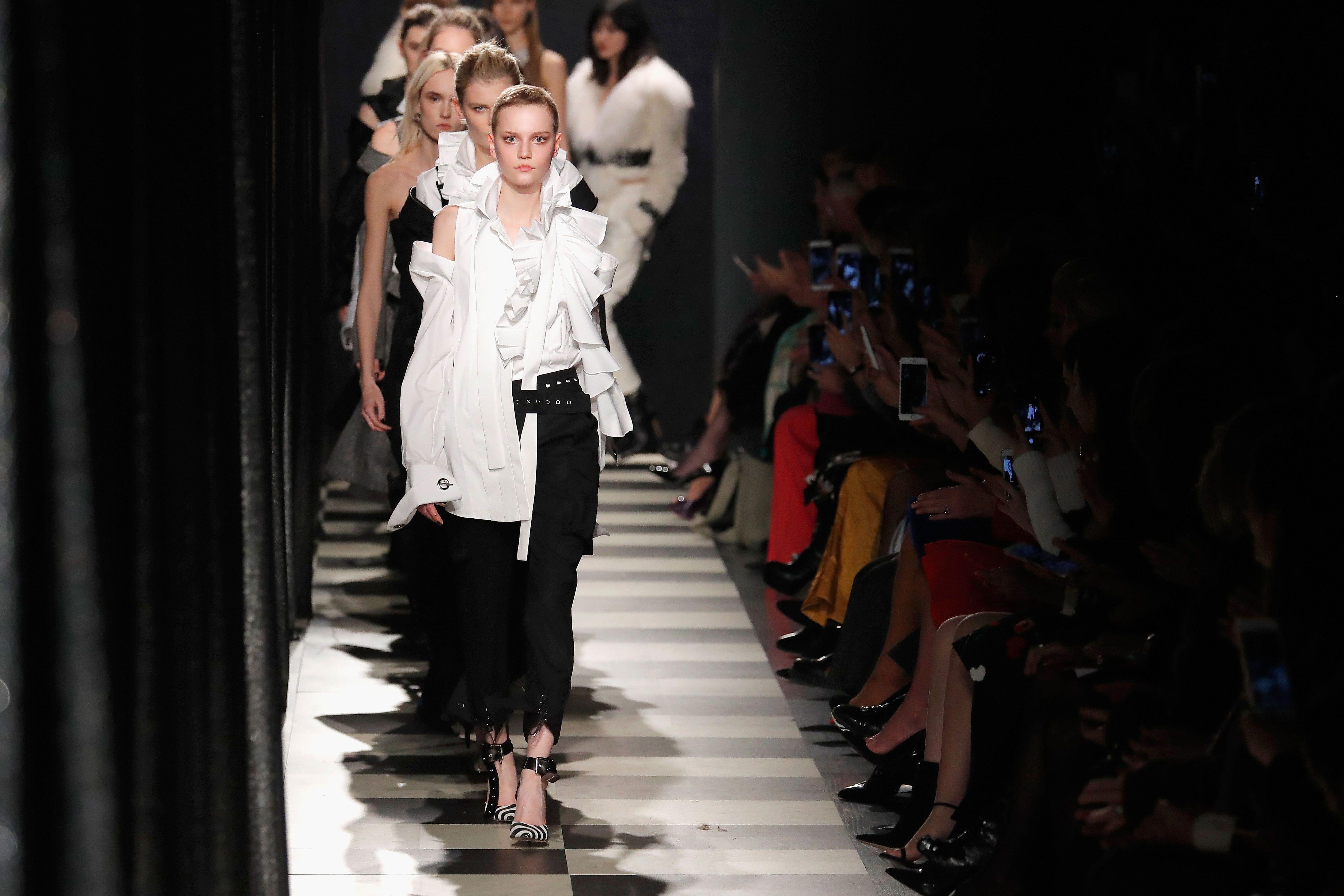 Wayne Rogers Clothing Designer | Oscar De La Renta Designer Fashion Label