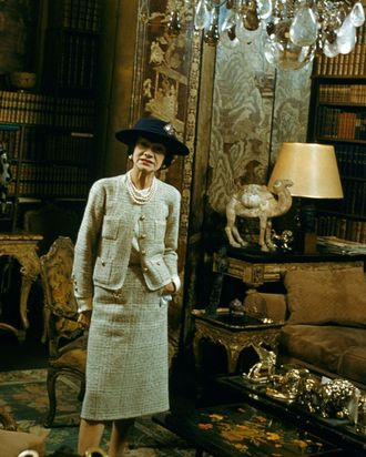 51840be0f Coco Chanel in her Paris apartment, 1954.