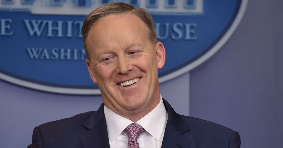 The 46-year old son of father Michael William Spicer and mother Kathryn Grossman, 175 cm tall Sean Spicer in 2018 photo