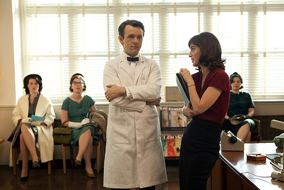 Michael Sheen as Dr. William Masters and Lizzy Caplan as Virginia Johnson in Masters of Sex (season 1,