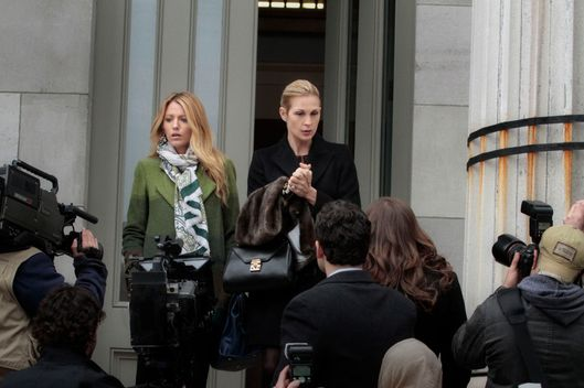 "Gossip Girl ""Despicable B"" Pictured (L-R): Blake Lively as Serena Van Der Woodsen and Kelly Rutherford as Lily Van Der Woodsen."