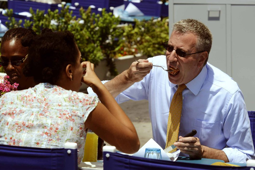 23 Jul 2014, Naples, Italy --- Naples, July 23, 2014: Bill De Blasio in Naples eating a pizza on the waterfront. Pictured: Bill De Blasio --- Image by ? Fotonews/Splash News/Corbis