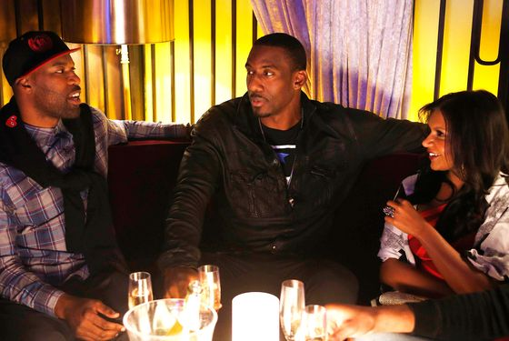 "THE MINDY PROJECT: Mindy (Mindy Kaling, R) hangs out with NBA basketball players Baron Davis (L) and Amar'e Stoudemire (C) in the ""In the Club"" episode of THE MINDY PROJECT airing Tuesday, Oct. 9 (9:30-10:00 PM ET/PT) on FOX."