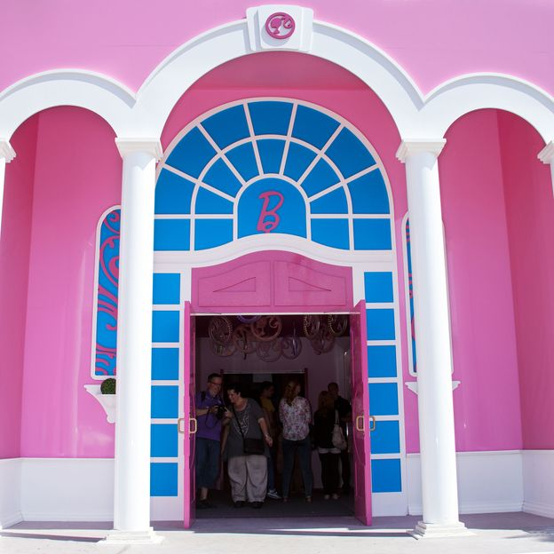 Inside Of Dream Houses: The Lifesize Barbie Dreamhouse Experience