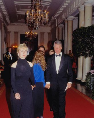 The Cold Shoulder Is Arguably Iest Dress Hillary Clinton Ever Wore As A Public Figure It Was 1993 At Her First Official White House Dinner