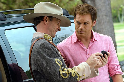 Brett Rickaby as Inspector Phil Bosso and Michael C. Hall as Dexter Morgan (Season 7, episode 10)