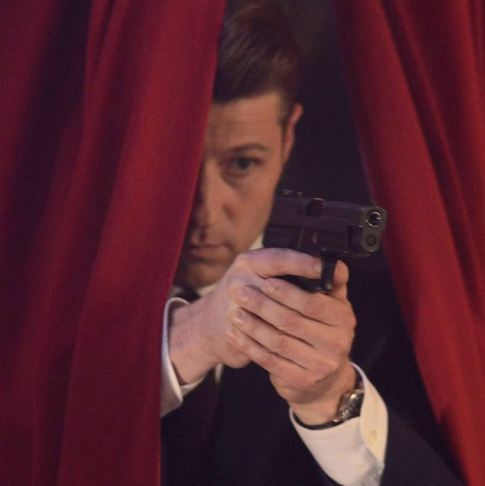 "GOTHAM: Gordon (Benjamin McKenzie) in ""Rise of the Villains: The Last Laugh"" episode of GOTHAM airing Monday, Oct. 5."