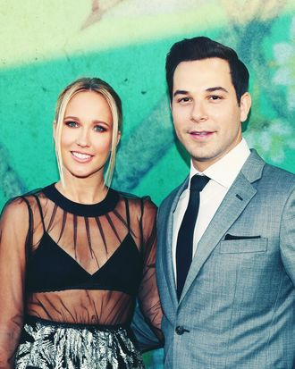 Anna Camp and Skylar Astin.
