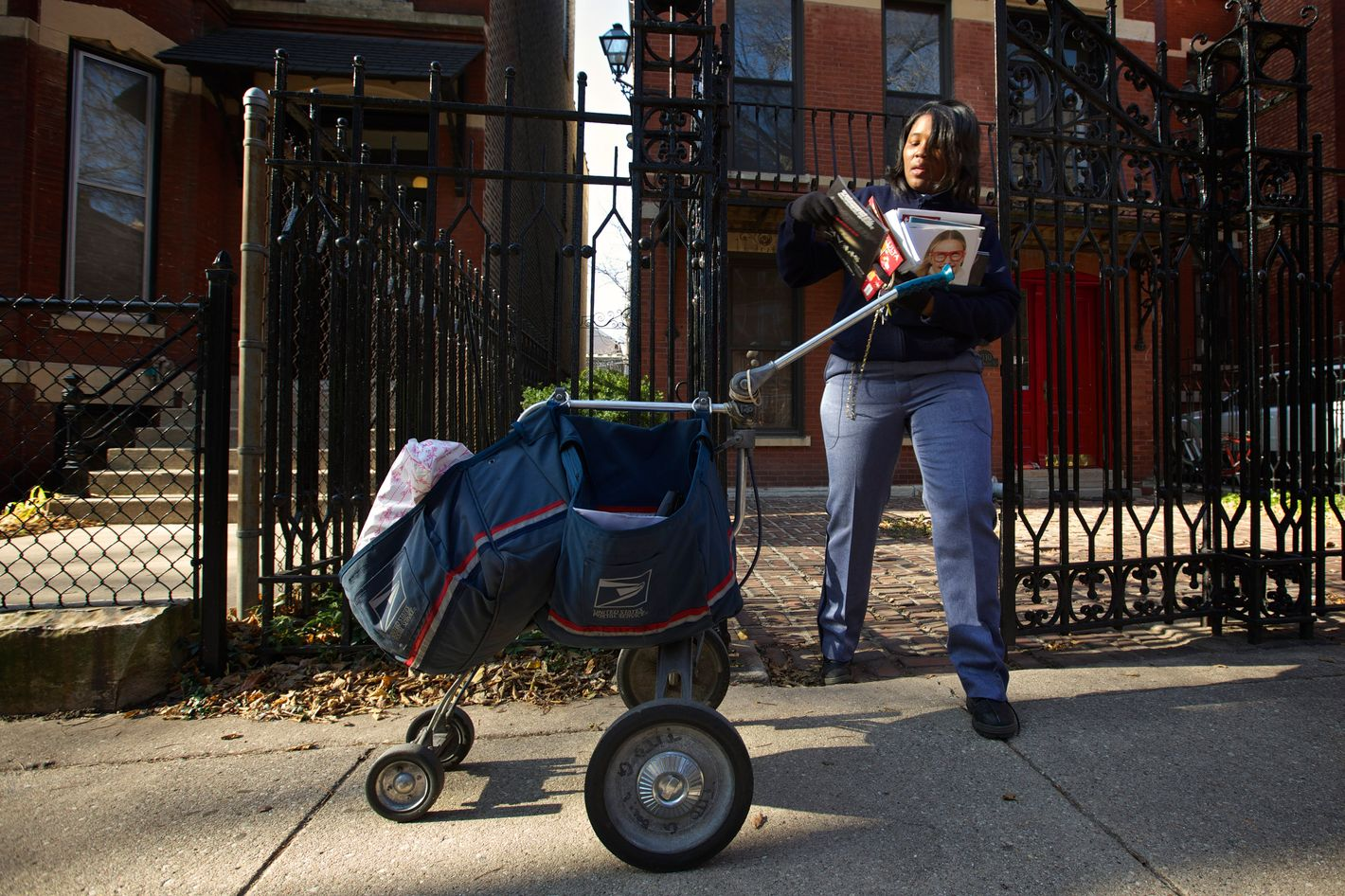 United States Postal Service Letter Carrier Lakesha Dortch-Hardy delivers mail in Chicago, November 29, 2012.United States Postal Service Letter Carrier Lakesha Dortch-Hardy delivers mail in Chicago, November 29, 2012.