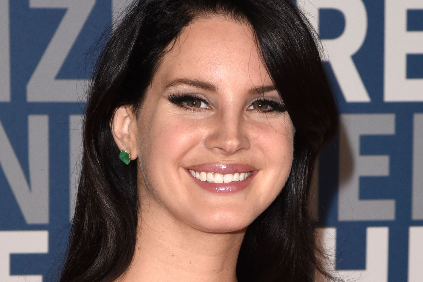 Soundtrack Queen Lana Del Rey Wanted To Do Spectre S Bond Theme But They Forgot To Ask Her