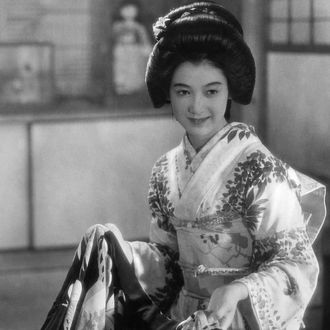 Setsuko Hara (nee Masae Aida)*17.06.1920-actress, Japan, dressed in a festival kimono, date unknown, probably around 1940, published in Das Reich 2/1941, photo by Arnold Fanck
