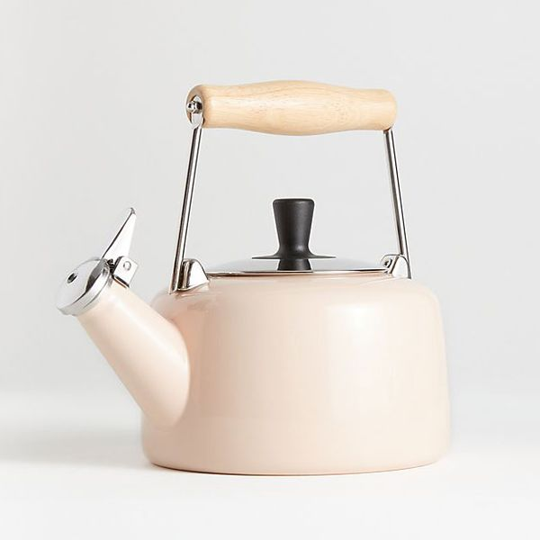 Chantal Sven Pink Kettle with Wood Handle