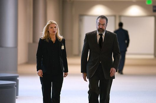 Claire Danes as Carrie Mathison and Mandy Patinkin as Saul Berenson in Homeland (Season 2, Episode 12). - Photo:  Kent Smith/SHOWTIME - Photo ID:  Homeland_212_1694