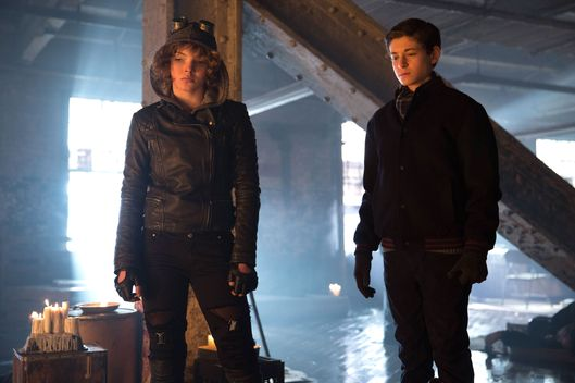 "GOTHAM: Selina (Camren Bicondova, L)  and Bruce (David Mazouz, R) in the ""Beasts of Prey"" episode of GOTHAM airing Monday, April 13 (8:00-9:00 PM ET/PT) on FOX. ?2015 Fox Broadcasting Co. Cr: Jessica Miglio/FOX"