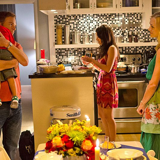 Amie Garcia as Jamie Batista, Yvonne Strahovski as Hannah McKay and Michael C. Hall as Dexter Morgan (Season 7, episode 11)