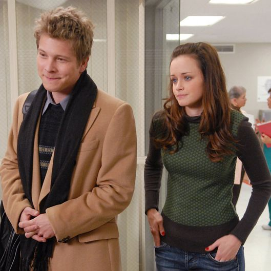 when do rory and logan start dating Moviefone find it watch it we have our first glimpse at the reunited rory (alexis bledel) and logan who has said that rory is single and dating when the.