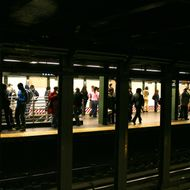 January 8, 2007 - New York - Riders waiting for  subway trains at the 72nd street and Broadway station in Manhattan.