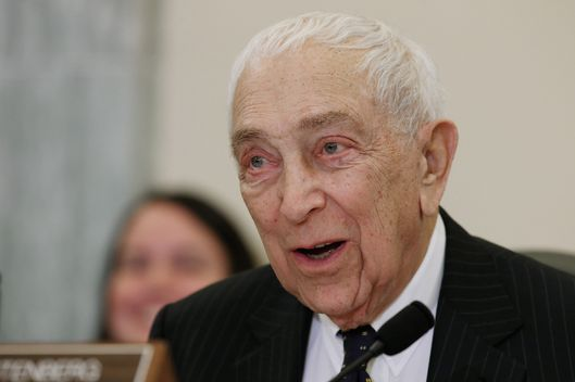 Frank lautenberg has died nymag for Frank hering