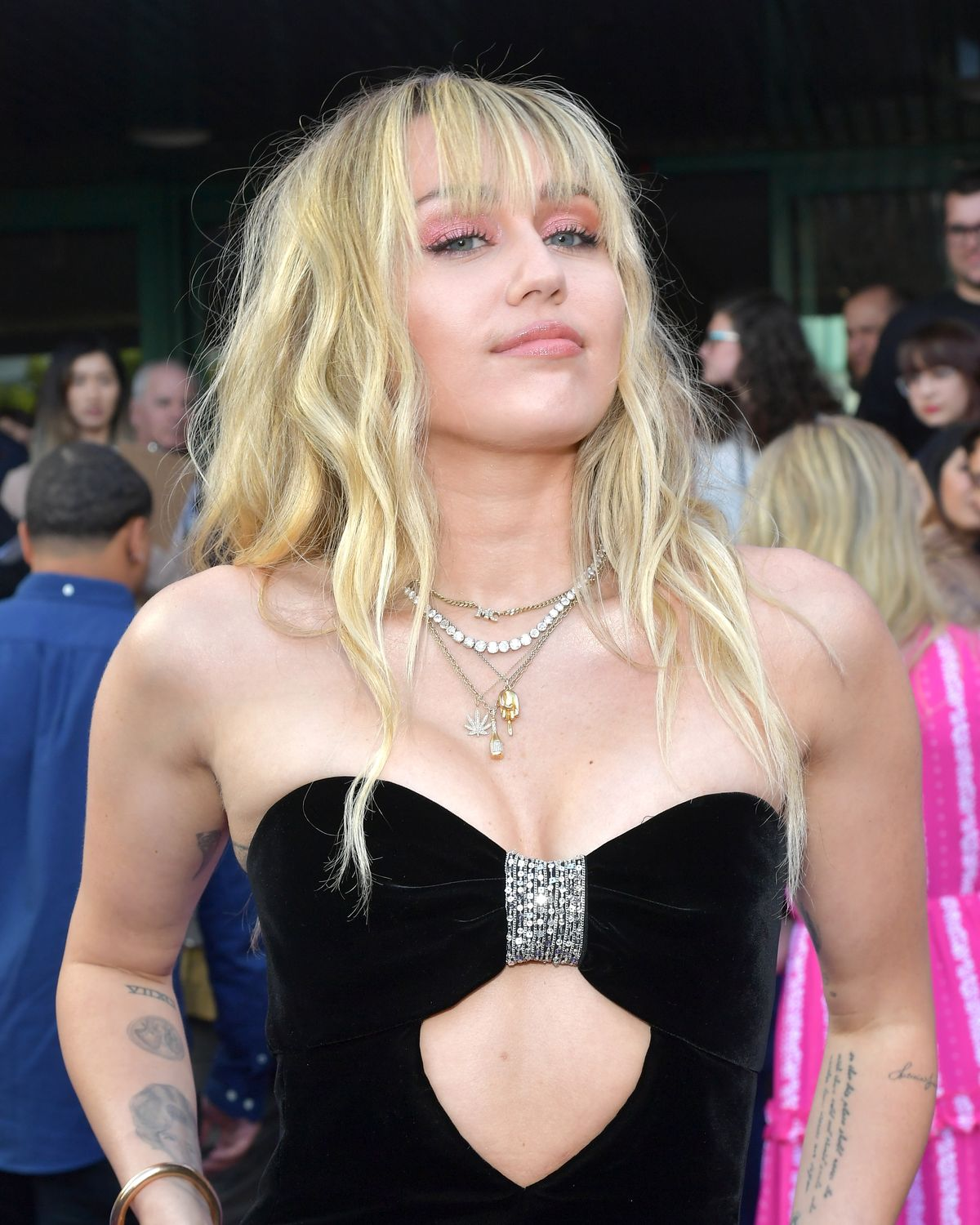 Miley Cyrus Shared Mom & Dad Intresting Reactions To Leaked Private Photos - cover