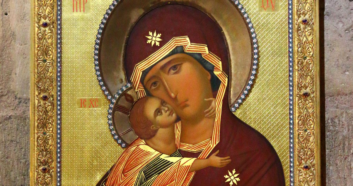 Image of Holy Mary with baby Jesus seen in the interior of