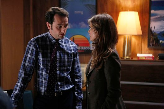 THE AMERICANS -- The Cardinal -- Episode 2 (Airs Wednesday, March 5, 10:00 PM e/p) -- Pictured: (L-R) Matthew Rhys as Philip Jennings, Keri Russell as Elizabeth Jennings -- CR: Craig Blankenhorn/FX