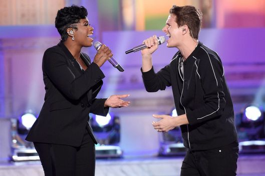 AMERICAN IDOL: Season 3 winner Fantasia with contestant  Jordan Sasser in the†???Showcase #1: 1st 12 Performances??? episode of AMERICAN IDOL airing Wednesday, Feb. 10 (8:00-9:01 PM ET/PT) on FOX. Cr: Michael Becker / FOX. © 2016 FOX Broadcasting Co.