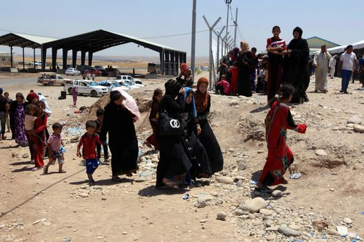 KHAZAIR, IRAQ - 2014/07/03: Iraqis from Mosul and the surrounding areas flee from heavy fighting to the first checkpoint of the Kurdish security forces to seek safety in Erbil or register for the transitional camp that now is home to over 500 Iraqi IDP  (Internally Displaced Persons) families  with the number rising in a daily basis. (Photo by Omar Alkalouti/Pacific Press/LightRocket via Getty Images)