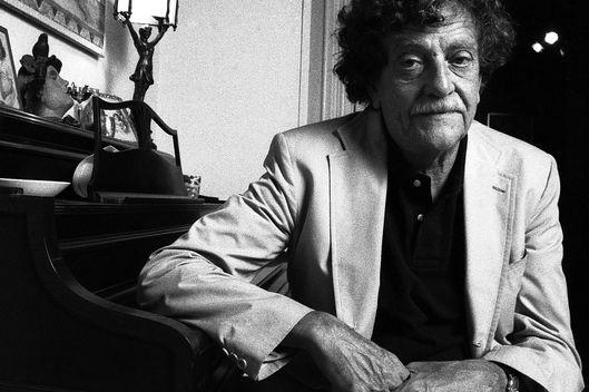 NEW YORK, N.Y. - MID 1980s: Kurt Vonnegut (November 11, 1922 - April, 2007), American author - thought to be one of the most influential American writers of the 20th century - who wrote Slaughterhouse-Five, Cat's Cradle and Breakfast of Champions, at his home in the mid 1980s, New York, N.Y. (Photo by Oliver Morris/Getty Images) TABLOIDS OUT