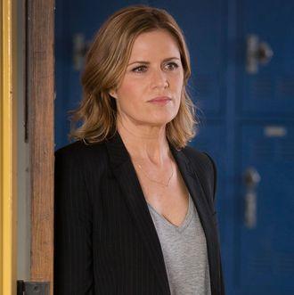 Kim Dickens as Miranda - Fear the Walking Dead _ Season 1, Episode 1 - Photo Credit: Justin Lubin/AMC