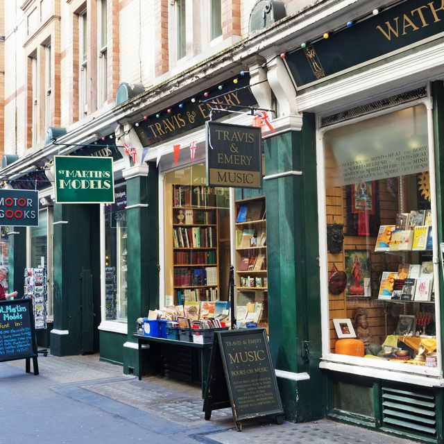 11 Souvenirs You Should Buy in London, According to Locals