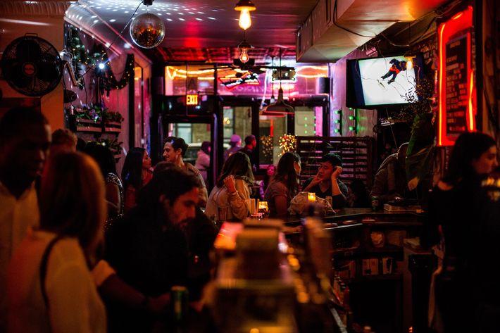 dating bars în nyc)