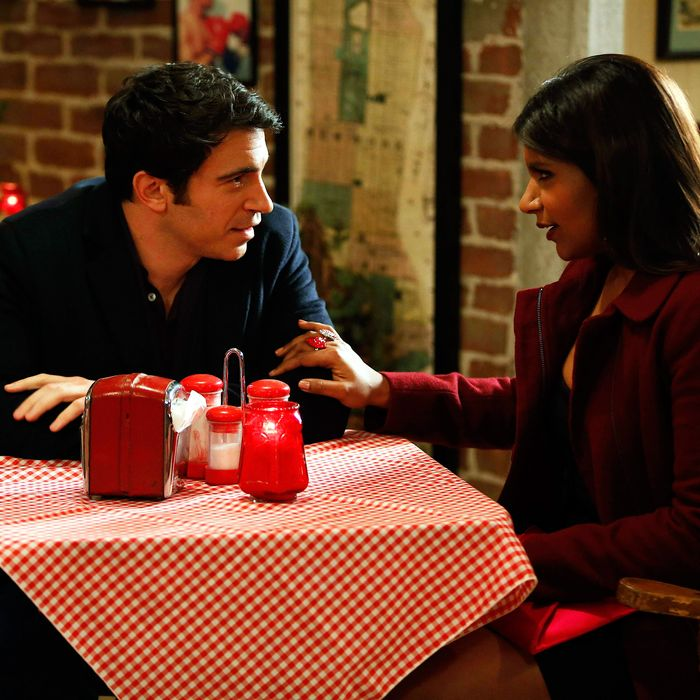 THE MINDY PROJECT: Mindy (Mindy Kaling, R) and Danny (Chris Messina, L) dine at a pizzeria in the