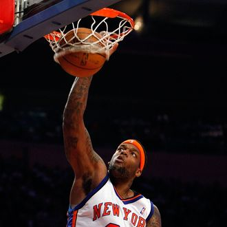 NEW YORK - FEBRUARY 08: Eddy Curry #34 of the New York Knicks dunks the ball against the San Antonio Spurs on February 8, 2008 at Madison Square Garden in New York City. NOTE TO USER: User expressly acknowledges and agrees that, by downloading and/or using this Photograph, User is consenting to the terms and conditions of the Getty Images License Agreement. (Photo by Nick Laham/Getty Images)