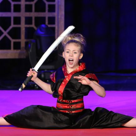 Ten Year Old Jesse Jane Mcparland Travels With A Sword Half Her Size Nearly Engulfed By An Armchair She Chatted With A Fan Named Ellen Degeneres On