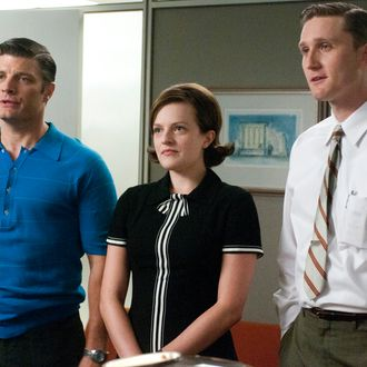 Stan Rizzo (Jay R. Ferguson), Peggy Olson (Elisabeth Moss) and Ken Cosgrove (Aaron Stanton) - Mad Men - Season 5, Episode 1 - Photo Credit: Michael Yarish/AMC