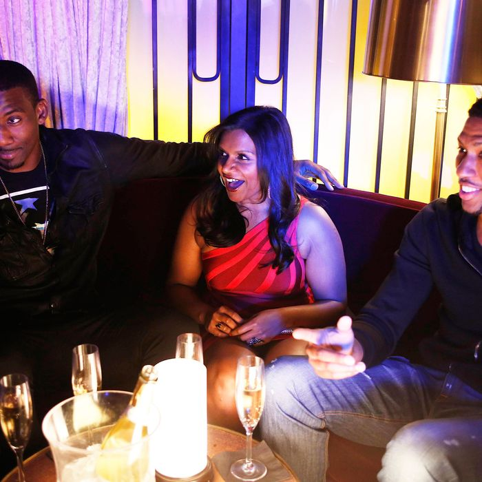 THE MINDY PROJECT: Mindy (Mindy Kaling, L) hangs out with NBA basketball players Amar'e Stoudemire (L) and Danny Granger (R) in the