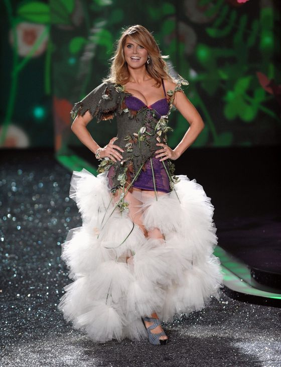 "<b>Date: </b>November 19, 2009.  <b>Time since birth:</b> Five weeks.  <b>Moment: </b>The Victoria's Secret Fashion Show <b>Routine: </b>Workouts with <a href=""http://www.people.com/people/archive/article/0,,20145078,00.html"">celebrity trainer David Kirsch</a>; no ice cream."