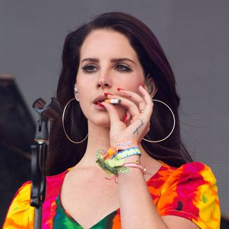 GLASTONBURY, ENGLAND - JUNE 28: Lana Del Rey smokes as she performs on Day 2 of the Glastonbury Festival at Worthy Farm on June 28, 2014 in Glastonbury, England. (Photo by Samir Hussein/Redferns via Getty Images)