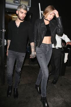 *PREMIUM EXCLUSIVE* **WEB EMBARGO UNTIL 7AM PST ON 11/30/15**Zayn Malik and Gigi Hadid hold hands after a night out! *MUST CALL FOR PRICING*