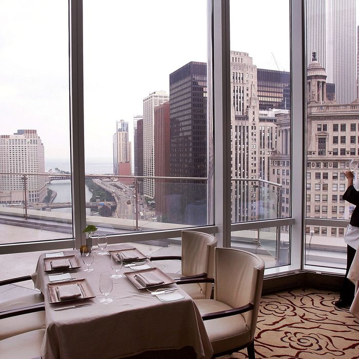 Sixteen The Restaurant At Trumps Chicago Hotel Is Closing