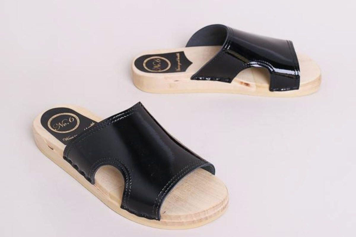 ffc606fd02c 15 Best Clogs Sandals Reviewed 2018