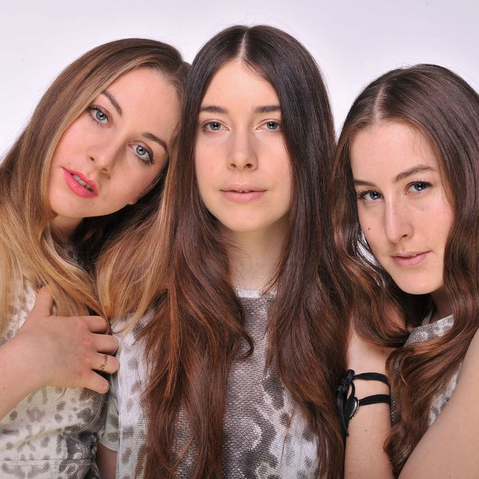 LONDON, ENGLAND - JUNE 01: (EXCLUSIVE COVERAGE. HIGHER RATES APPLY) (L-R) Alana Haim, Danielle Haim and Este Haim of HAIM pose for a portrait backstage at the