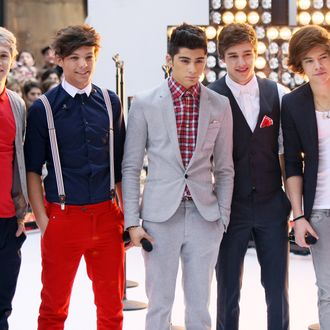 (L-R) Niall Horan, Louis Tomlinson, Zayn Malik, Liam Payne and Harry Styles of the band One Direction perform on NBC's
