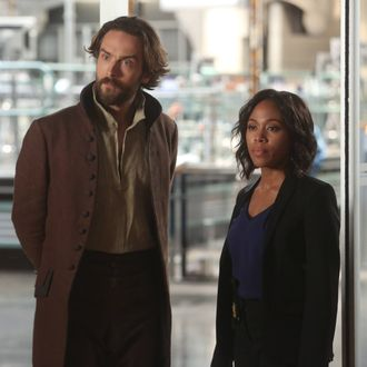 """SLEEPY HOLLOW: L-R: Tom Mison and Nicole Beharie in the """"Dead Men Tell No Tales"""