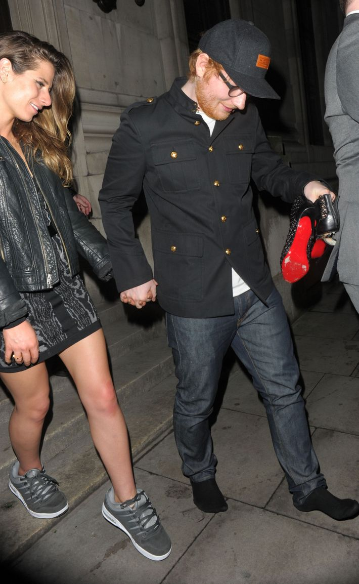 Ed Sheeran Correctly Gives Girlfriend The Shoes Off His Feet