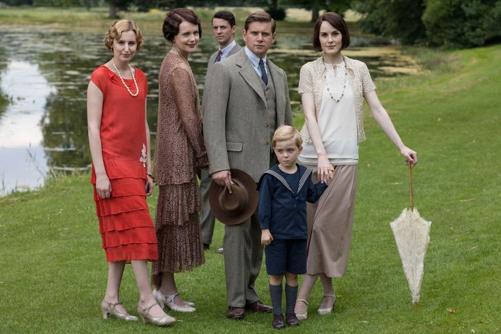 Downton AbbeySeries Finale Airs Sunday, March 6, 2016 on MASTERPIECE on PBS Shown from left to right: Laura Carmichael as Lady Edith, Elizabeth McGovern as Cora, Countess of Grantham, Matthew Goode as Henry Talbot, Allen Leech as Tom Branson, Zac/Oliver Barker as Master George, and Michelle Dockery as Lady Mary (C) Nick Briggs/Carnival Film & Television Limited 2015 for MASTERPIECE This image may be used only in the direct promotion of MASTERPIECE CLASSIC. No other rights are granted. All rights are reserved. Editorial use only. USE ON THIRD PARTY SITES SUCH AS FACEBOOK AND TWITTER IS NOT ALLOWED.