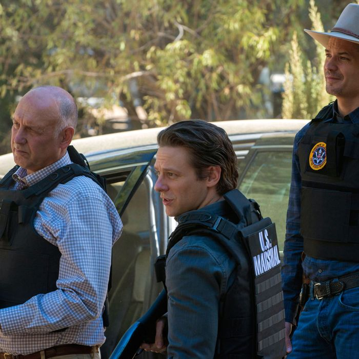 JUSTIFIED -- Where's Waldo? -- Episode 2 (Airs Tuesday, January 15, 10:00 pm e/p) -- Pictured: (L-R) Nick Searcy as Chief Deputy U.S. Marshal Art Mullen, Jacob Pitts as Deputy U.S. Marshall, Tim Gutterson, Timothy Olyphant as Deputy U.S. Marshal Raylan Givens -- CR: Prashant Gupta/FX