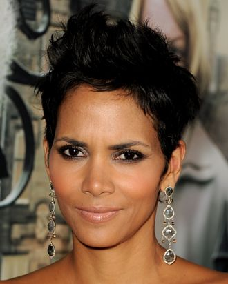 Halle Berry Says Short Hair Doesn T Define Her